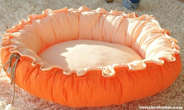 Сшить лежанку для собаки.О том, как сшить своими руками лежаку из старых вещей.Прямоугольный и круглый лежак.